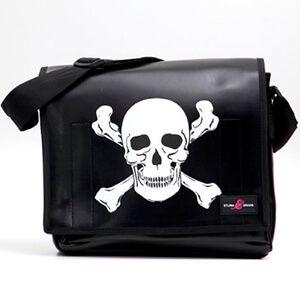 Tracolla Sturm & Drang in pelle sintetica nera con teschio pirata