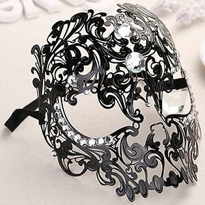Maschera da teschio in stile veneziano nera con strass