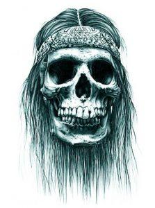 Tatuaggio di teschio con fascia hippie e capelli lunghi