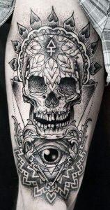 Tatuaggio con teschio e occhio