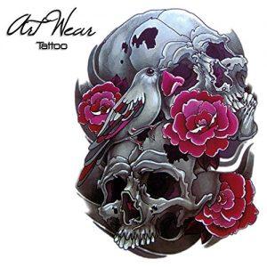 Tatuaggio con Teschi e fiori rossi e uccello