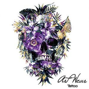 Tatuaggio con teschio floreale viola e Pappagalli