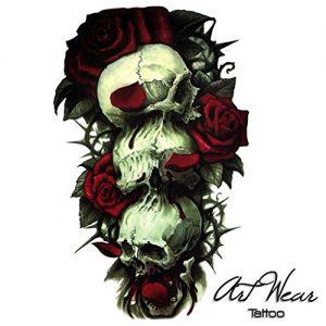Tatuaggio con Tre teschi e rose rosse